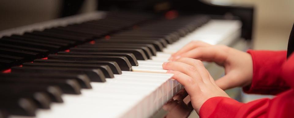 Gabriele Wohmann: Die Klavierstunde